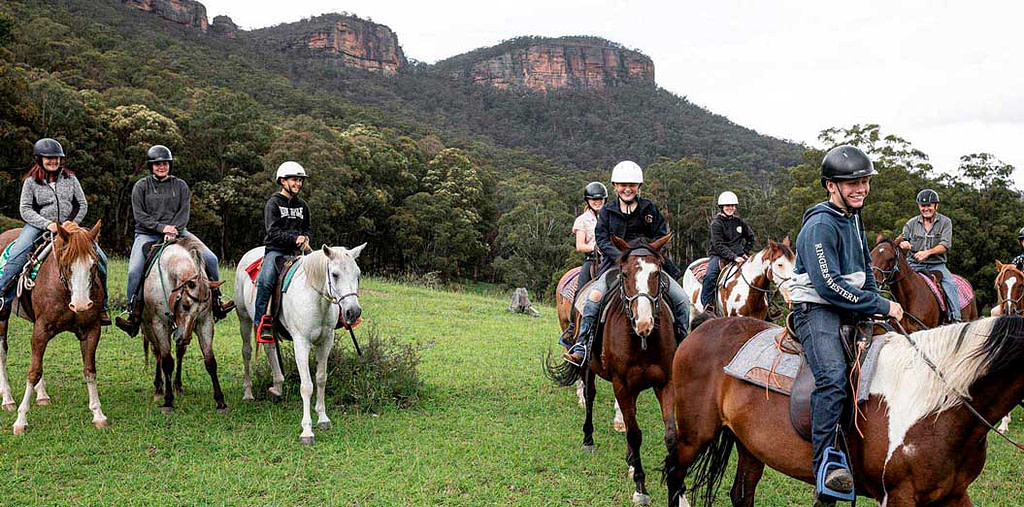 horse-riding-megalong-valley