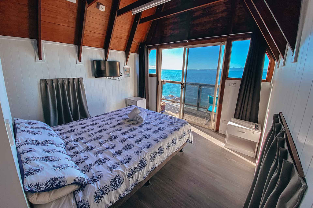 base-magnetic-island-review